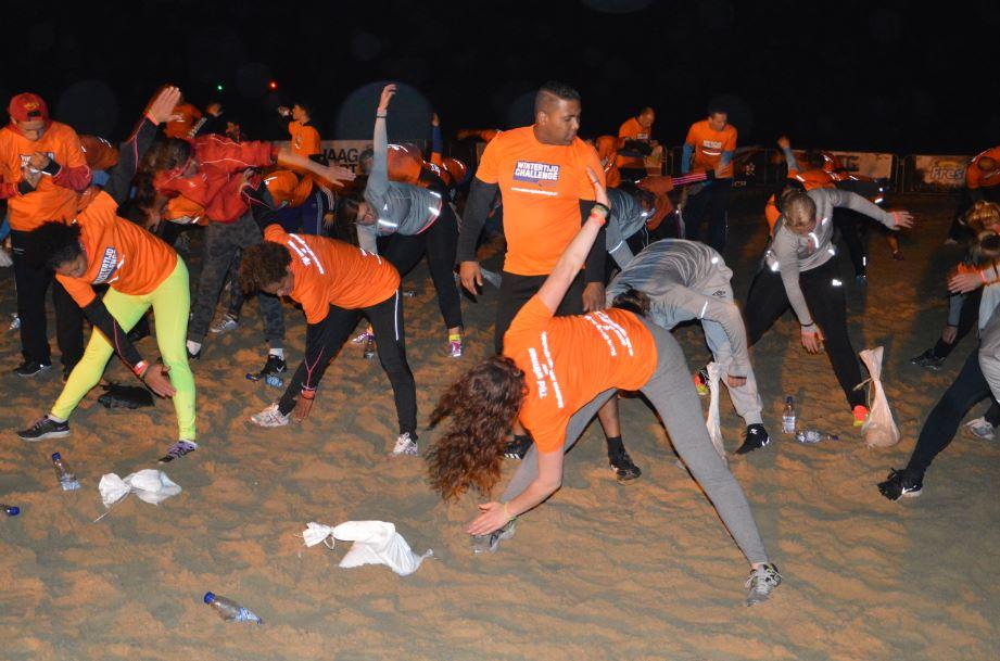 Beach work-out op strand van Scheveningen tijdens Wintertijd Challenge Spieren voor Spieren