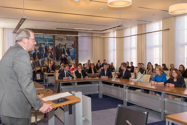 Burgemeester Loohuis ontvangt studenten-1