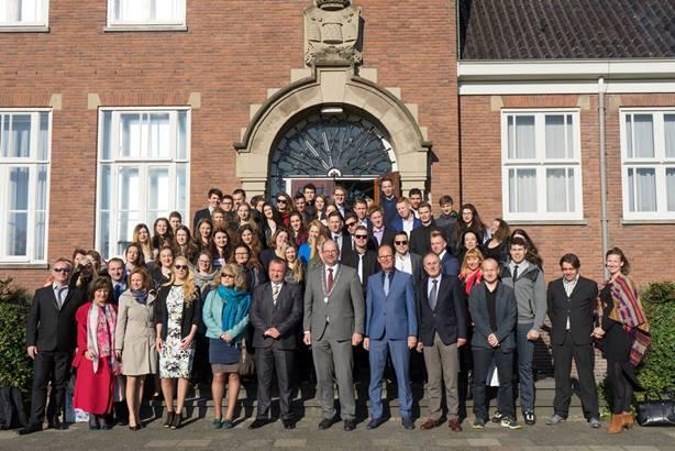 Burgemeester Loohuis ontvangt studenten