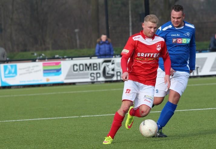 Jarno Prijs (links) in het duel tegen Hoogeveen zaterdag (2)