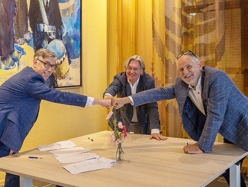 Op de foto v.l.n.r: Johan Dijkink: Manager eenheden Advies & Control en Advies & Services van de SWO Harry van der Stouwe: Directeur .pet projectinrichters Janwillem de Kam: Directeur Vepa