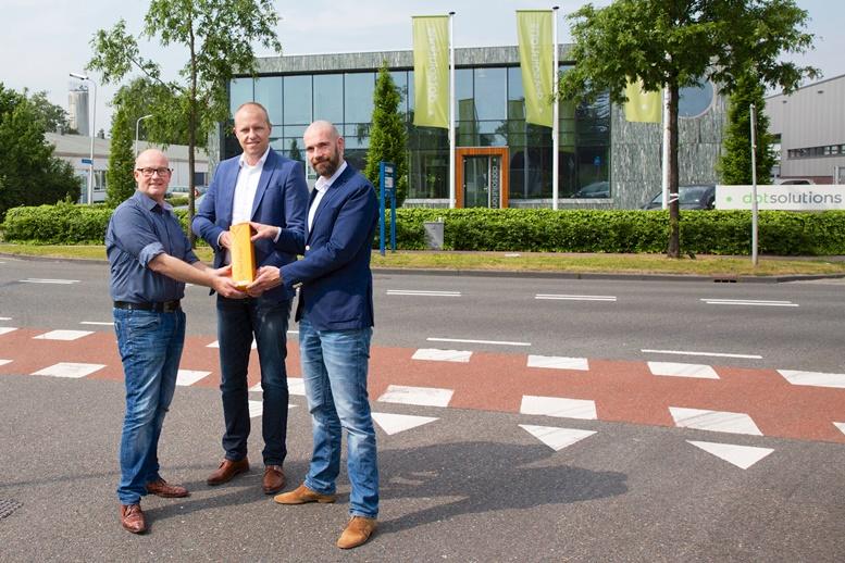 van links naar rechts: Jan Leijssenaar, Herold Velema (directie dotsolutions) en Stefan van Dorst (sales manager Dutch Cloud) , de foto is gemaakt door Esther