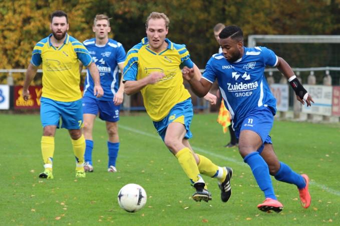 TEVV - Hoogeveen (08-11-2015) (3) Nick Kroeze (l) en Giovanni Duarte (r)